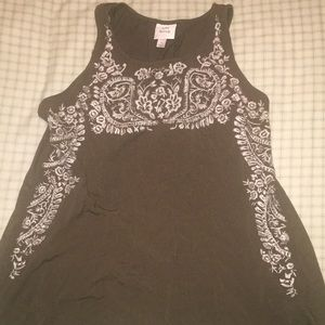 Knox rose size 1X embroidered tank